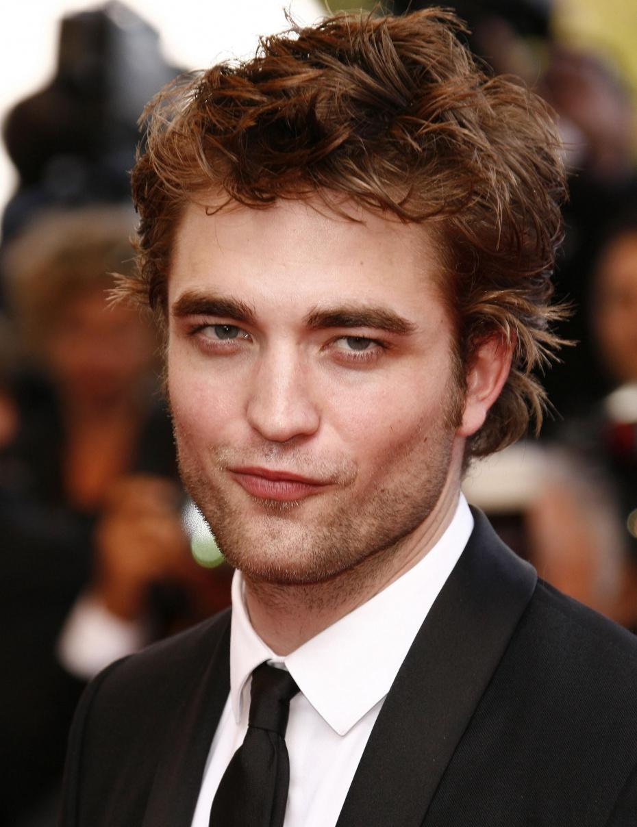 how is robert pattison dating